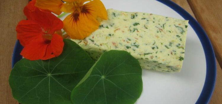 Aus der Natur in die Küche: Rezept für Kapuzinerkressebutter